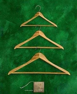 Подборка фото к Новому Году: необычные и просто красиво украшенные ёлки.  Ёлка из стремянки, плечиков для одежды...
